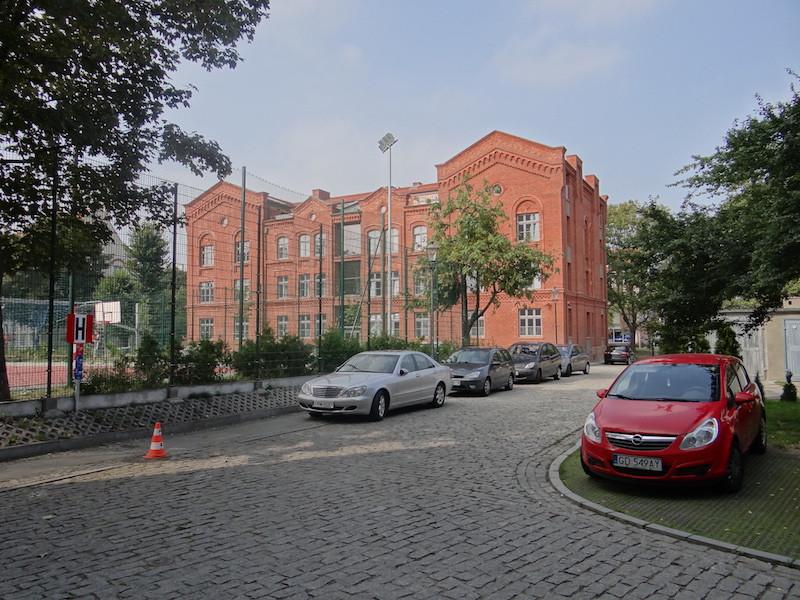Parking i uliczka przed hotelem
