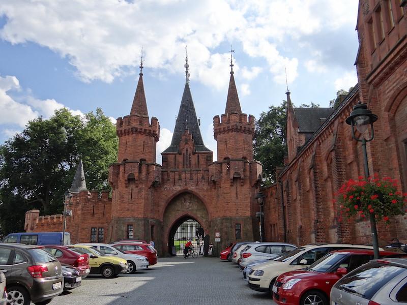 Fasada Hotelu i Brama Główna Zamek Czerwony