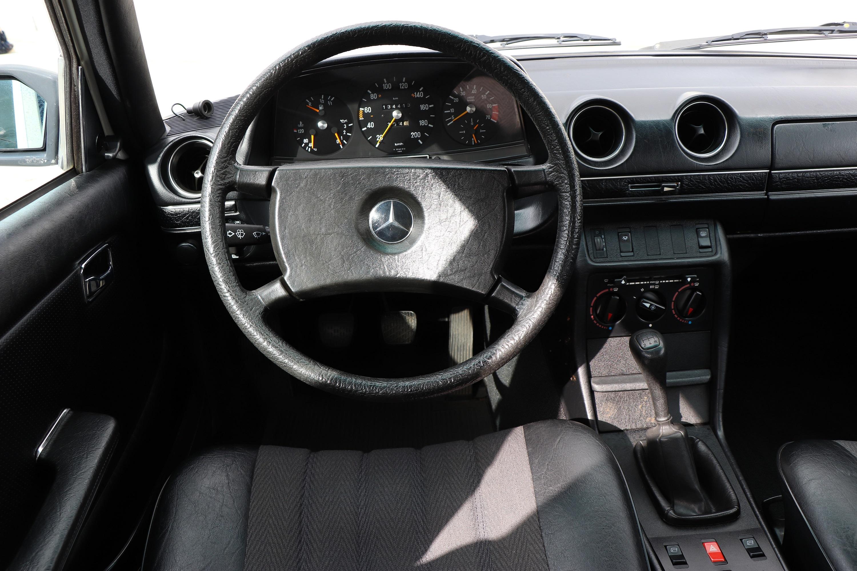 Intérieur Mercedes 230E de 1982