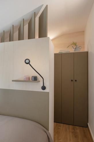 Integration sans fils apparent de lampes de chevet orientables et tactiles