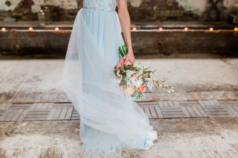 Hochzeit Berlin , Hochzeit Inspiration in blau gold ,brautstrauss , kopflegenden , qaragma ,  brautstyling in Deutschland , brautmakeup