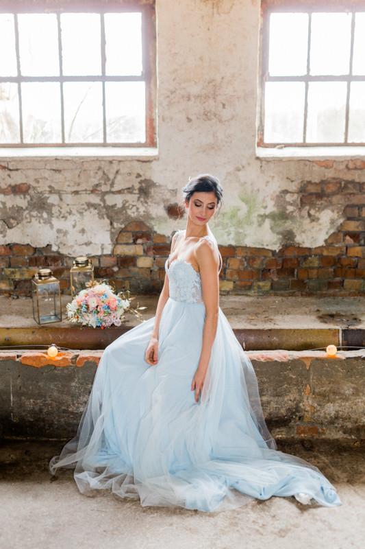 Hochzeit Berlin , Hochzeit Inspiration in blau gold ,brautstrauss , kopflegenden , qaragma ,  brautstyling in Deutschland , brautmakeup , pastellgeschichten