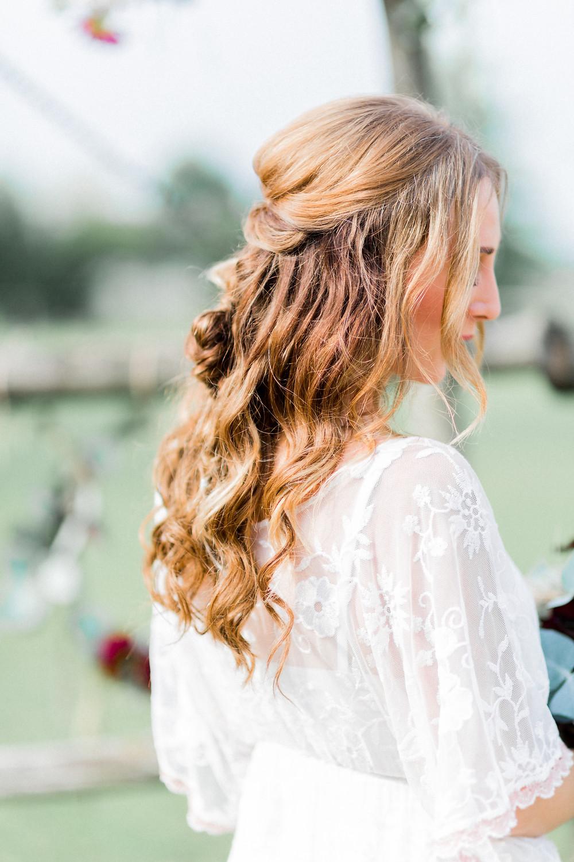 kopflegenden , Brautstrauß ,  wedding , boho braut , boho , Brautfrisur , Hochzeit berlin , visagist berlin , brautstyling , visagist , mua berlin , hairandmakeup berlin , braut makeup , wedding hair , half hair , stylist für Hochzeit , Hochzeitsvisagist , bride , bohobraut