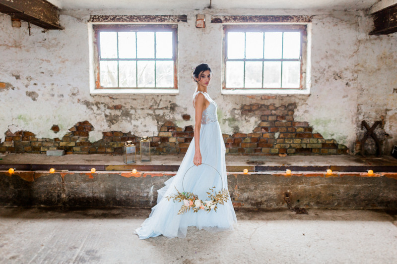 Hochzeit Berlin , Hochzeit Inspiration in blau gold , Brautkleid , brautstrauss , brautstyling in Deutschland , brautmakeup