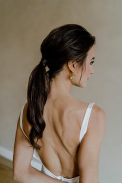 schlichte Brautfrisur, ponytail, Brautstyling für die urbane Hochzeit in berlin