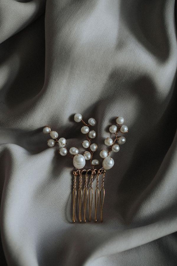 Brautschmuck, Headpiece, Haarschmuck, Blumen im Haar, Tiara, Schmuck für die Haare, Brautfrisur, Weddinghair , Bridalhair