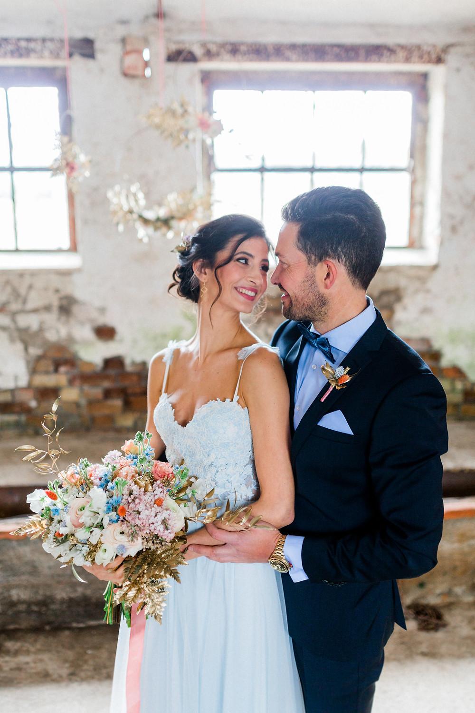 Hochzeit Berlin , Hochzeit Inspiration in blau gold , brautstyling in Deutschland , brautmakeup