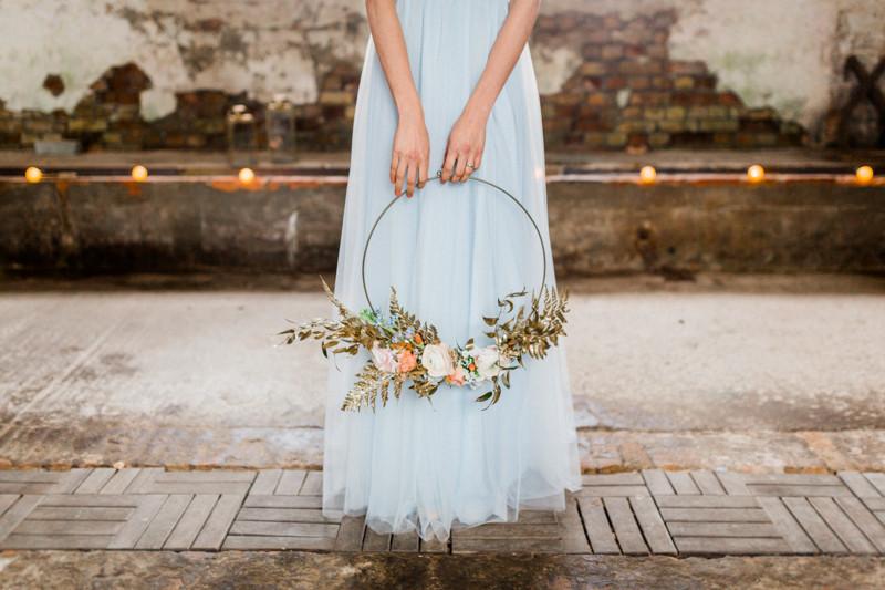 brautstrauss Hochzeit Berlin , Hochzeit Inspiration in blau gold , brautstyling in Deutschland , brautmakeup
