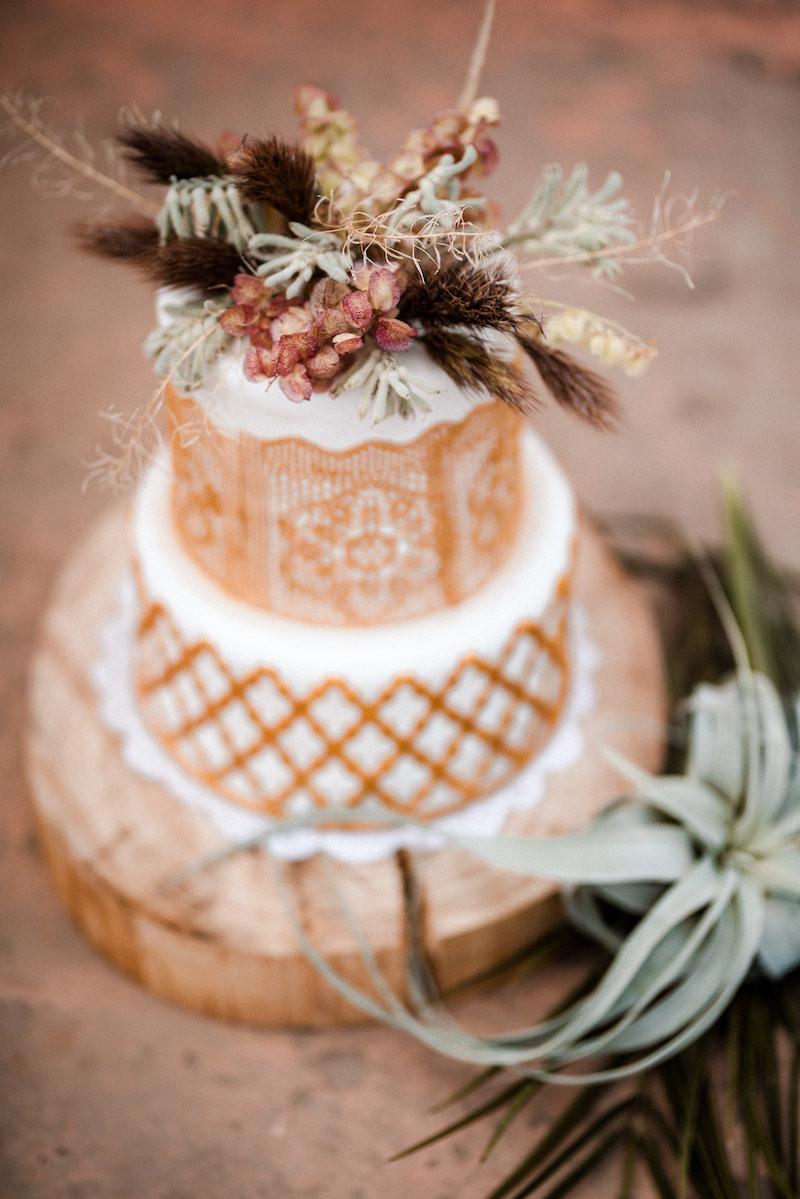 Hochzeitstorte berlin,Brautstyling , braut makeup , brautfrisur , bridalhair , wedding , Hochzeit berlin , updo , low updo , headpiece , brautstylist , makeup artist , cactus thieman marrakech