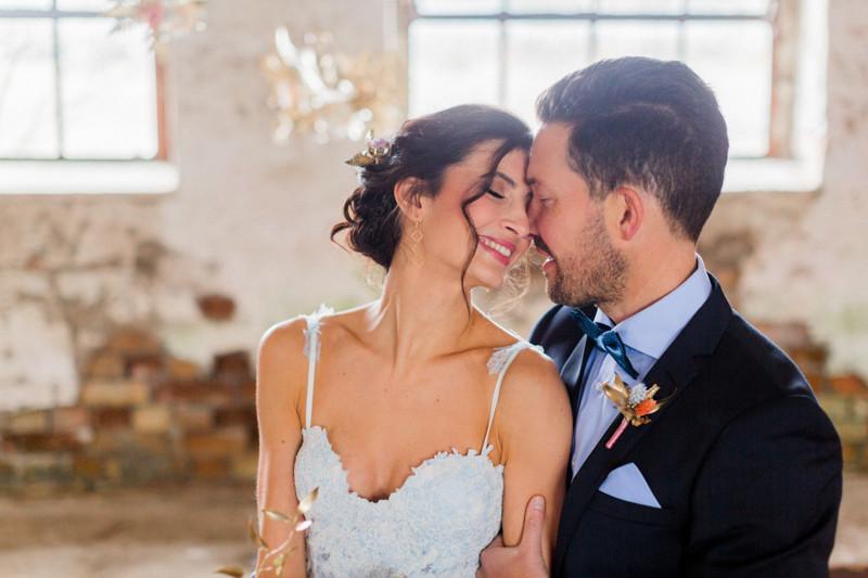 Hochzeit Berlin , Hochzeit Inspiration in blau gold , brautstyling in Deutschland ,Brautpaar ,  brautmakeup
