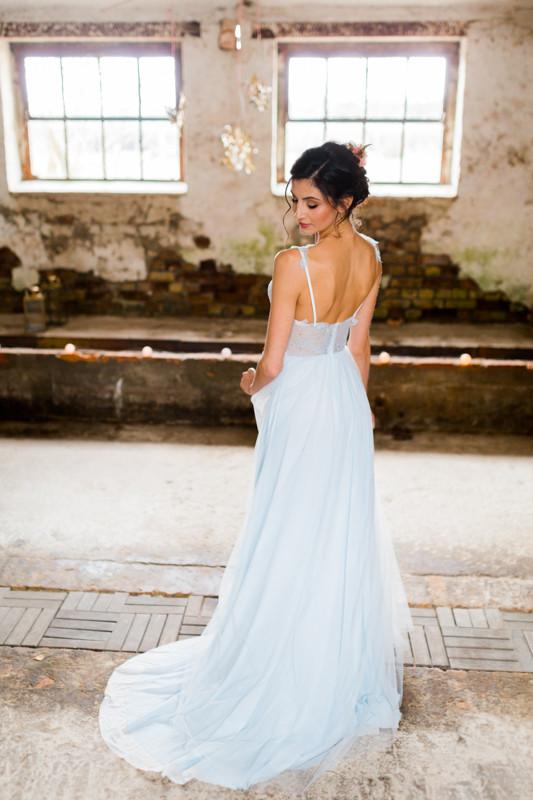 Hochzeit Berlin , Hochzeit Inspiration in blau gold , brautstyling in Deutschland ,qaragma , hochzeitsklein ,  brautmakeup