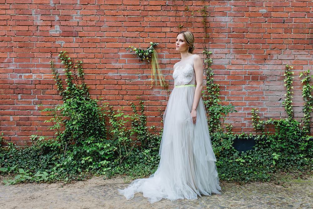 Hochzeit in Berlin , Braut Make-up , berlin braut , hoop bouquet , Brautfrisur , Hochzeitskleid Anne Wolf , Hochzeitsfotograf berlin