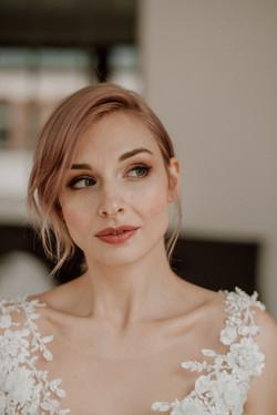 modernes schönes braut makeup Look, hochzeitsmakeup in beige rosé ton