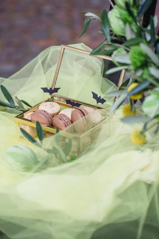 Hochzeit in Berlin , Brautschmuck , headpieces , Haarschmuck für die braut ,  Braut Make-up , berlin braut , hoop bouquet , Brautfrisur , Hochzeitskleid Anne Wolf , Hochzeitsfotograf berlin