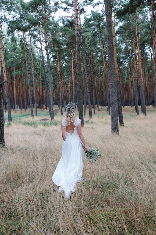 Hochzeit Brautstyling brautmakeup brautstylist hochzeitsvisagist berlin , hair&makeup artist hochzeit berlin&brandenburg , mobiler friseur hochzeit , visagist berlin , wald hochzeit , braut und Pferd , Hochzeit in berlin , eukalyptus brautstrauss ,