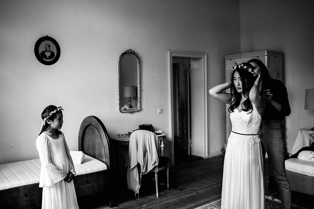 Getting ready auf dem Kultur Gut Wrechen , brautmakeup und Brautfrisur