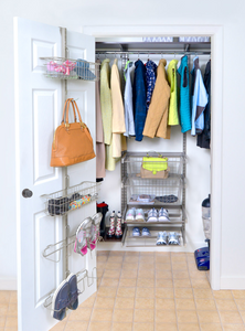 Vertical use of space @ Six Simple Steps to the Perfect Entryway
