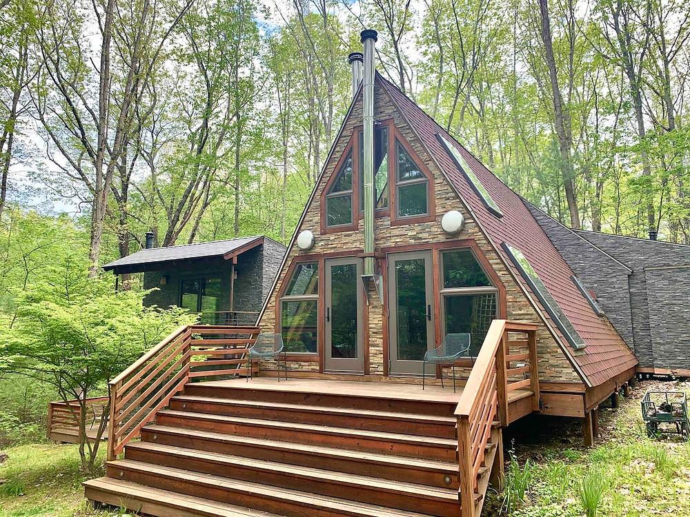 Mid-Century Modern Cabin in masaschusetts