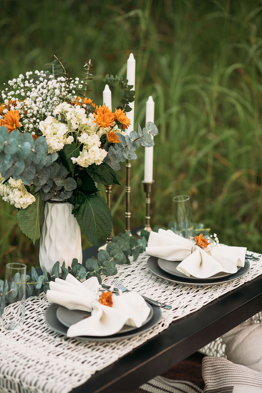 details of the dinner table for elopement