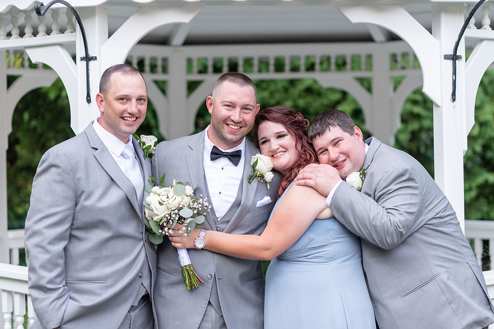 groom and his siblings