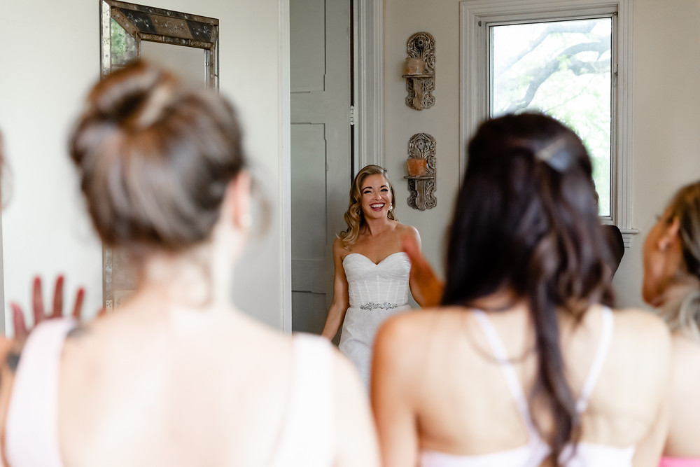 bride's first look with her bridesmaids