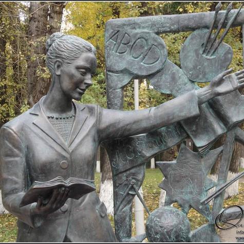 Памятник учительнице, г. Томск