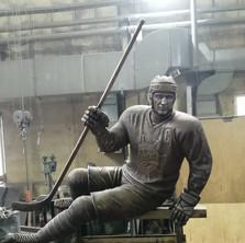 Памятник хоккеисту. Процесс