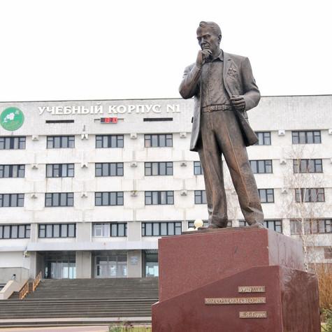 Памятник Горину