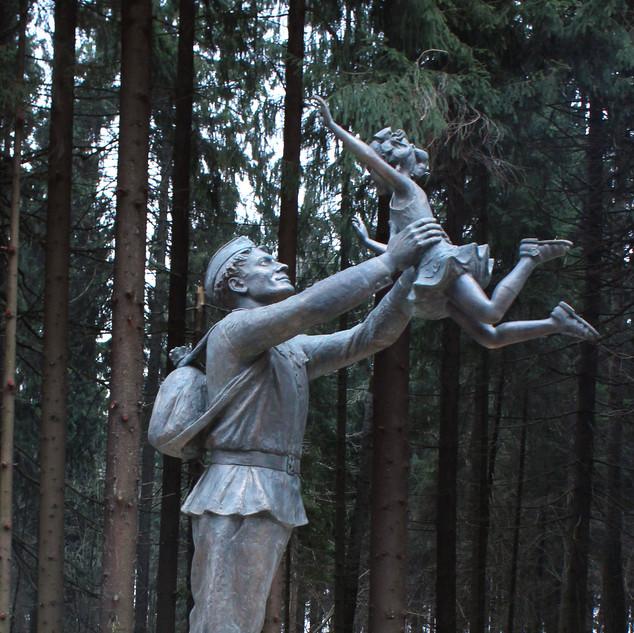 """ВстречаСкульптурная композиция """"Встреча"""""""