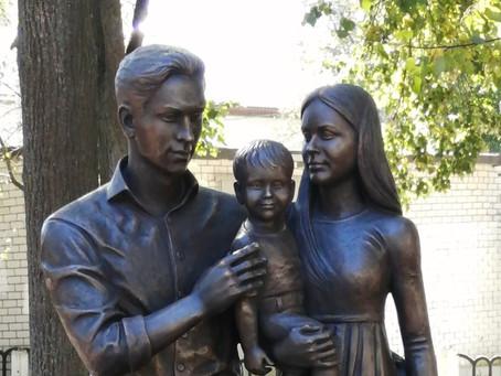 В Коврове открыли памятник семье