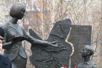Открытие памятника учителю в г. Надыме