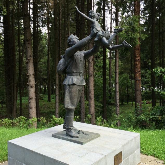 """Скульптурная композиция """"Встреча"""""""