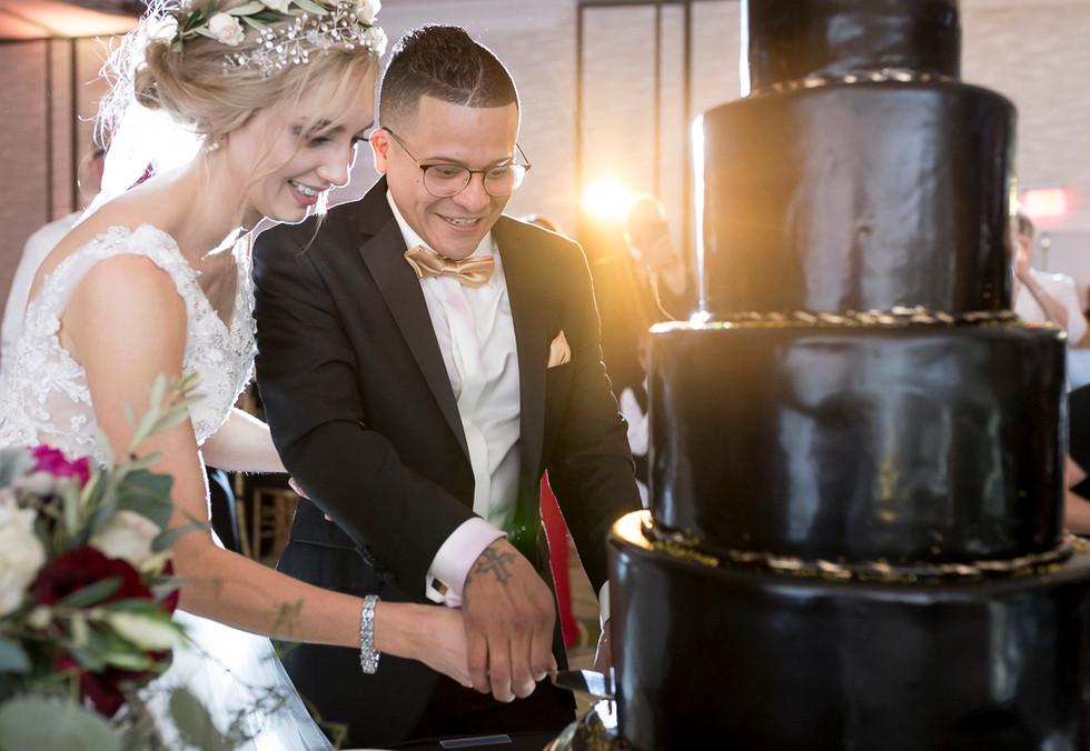 Unique wedding cake, Wedding Cake cutting
