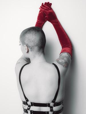 gloves-shaved head-kinky
