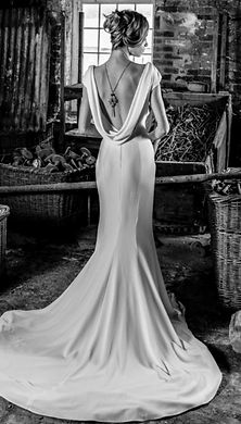 Chloe_Wendy_Makin_backless_wedding_dress