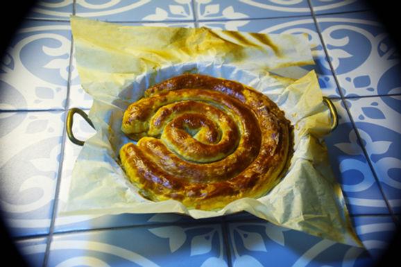 שבלול בצק עלים (חמאה) במילוי סרטנים, ריקוטה, מסקרפונה ומנגולד / קוטר 26 סמ
