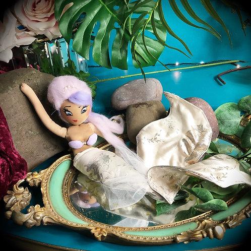 Cornelia Delphine (Deluxe)