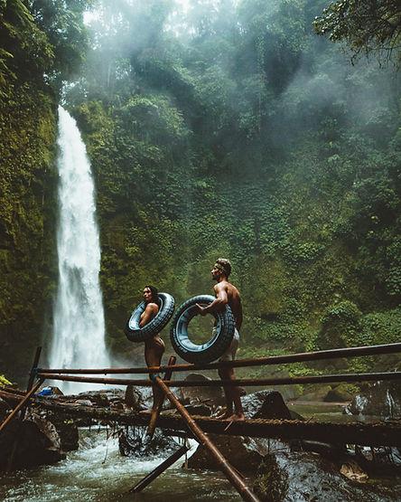Pár od vodopádu