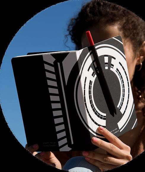 Perpetua recorder the magnetic notebook attrae magneticamente a sè Perpetua la matita.