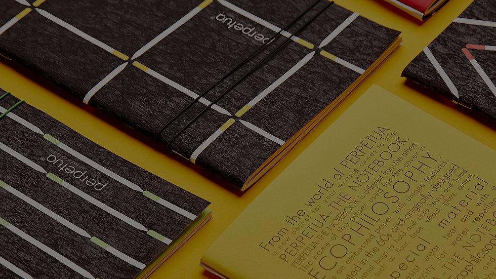 Perpetua il taccuino 100% made in Italy. Gli interni sono 100% in carta riciclata. Cover in carta Ecophylosophy certificata FSC CW