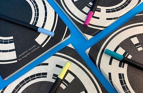Perpetua recorder the magnetic notebook è creativo. La grafica prende ispirazione dal film di Kubric Odissea nello Spazio
