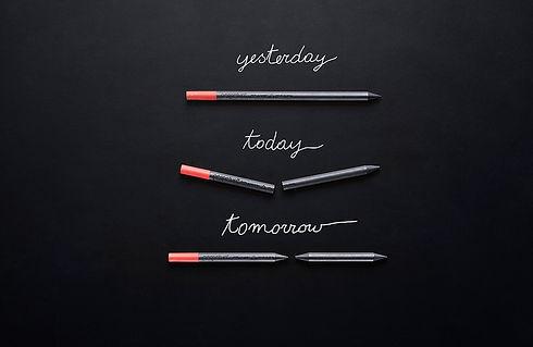 Perpetua scrive 1120 km, 21,6 volte più delle matite tradizionali. Se cade non si rompe e scrive anche senza punta