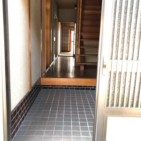 Entrance (2/5)