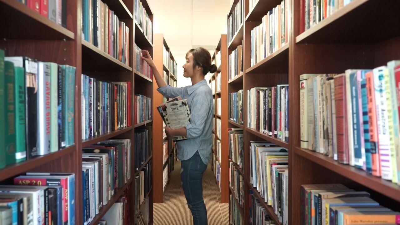 헤필드 대학교 도서관.jpg