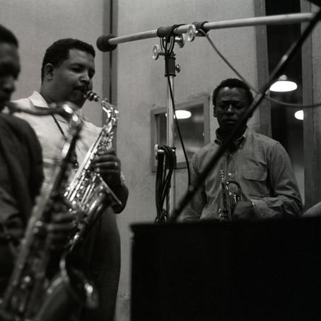 """Entenda a essência do jazz por meio do álbum """"Kind of Blue"""" - Miles Davis"""