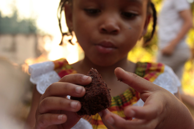 Gisimba believes in raising the whole family and nutrition is part of that. Our nutritional program provides supplemental nutrition for the children in our programs and also provides nutritional information and counseling for caregivers, allowing families to grow up healthy and strong. The empowering principle guides  our program by emphasizing the physiological strategies in the process for children and their families.