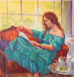Lesende junge Frau im Sessel sitzend - ö