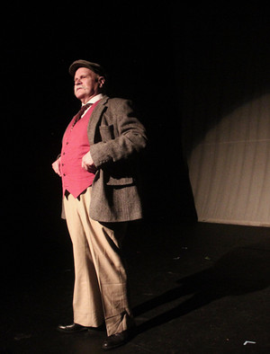 Edgar Walnut bores the audience with historical facts