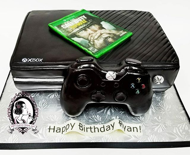 Xbox One cake, game and controller