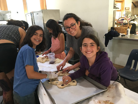 Preparing for Shabbat - Blogging with SayCho & Making Challah with Amelimot